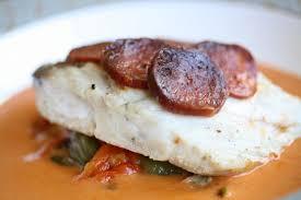 cuisiner le merou mérou rôti au four écaille de chorizo poivron confit et sauce