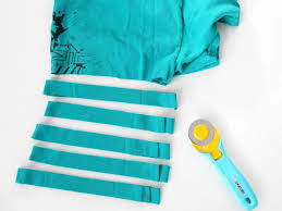 Upcycle Old Tshirts - craft an inexpensive rug using old t shirts how tos diy