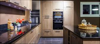 lettre cuisine en bois cuisine bois cuisine blanc bois alu