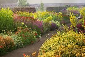 foto del día bordura inglesa en helmsley walled garden the