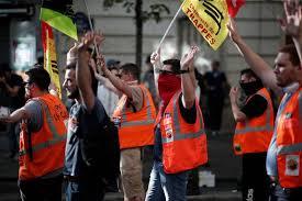 siege le parisien le siège parisien de larem envahi par des cheminots en colère