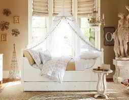 chambre enfant retro design interieur deco chambre enfant retro lit bois blanc voile