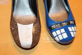 Spray Paint Your Shoes - doodlecraft doctor who painted tardis heels