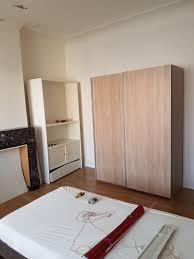 chambre a partager chambre avec salon et cuisine et salle de bain à partager
