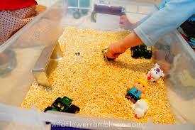 playpink cuisine macdonald had a farm sensory bin with corn meal farm