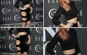 Match The Drapes Rumer Willis Wardrobe Malfunction Red Carpet Matches The Drapes