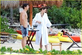 miranda kerr u0026 shirtless orlando bloom beach vacation with flynn