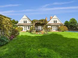 saltbox style home saltbox style east hton real estate east hton ny homes