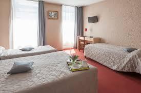 hotel lyon chambre 4 personnes chambres de l hôtel entre villefranche et macon l ange couronné