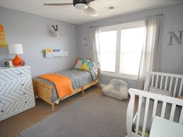kids room toddler room decor ideas green carpet feather