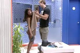 BBB - Desinibida, Maria pede ajuda a Wesley para se trocar - R7
