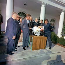kn c30594 president f kennedy receives thanksgiving turkey at