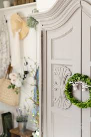 spring decorating ideas spring home tour i love to mix faux and real florals whenever i decorate when you add something fresh to the faux you have greater difficulty telling which is which