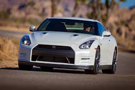 nissan gtr nismo 2015 2015 nissan gt r nismo laps the nurburgring in 7 minutes 8 seconds