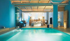 chambre avec piscine des suites avec piscine intérieure extérieure invitant au doux far