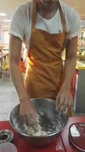 cours cuisine montpellier atelier cuisine pizza pétrissage de la pâte à pizza picture of