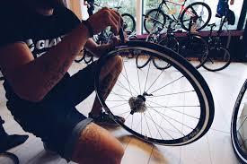 réparer une chambre à air de vélo conseils velo et crevaison comment changer sa chambre à air