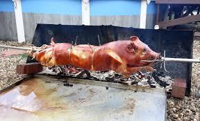 file pig roasting on a spit jpg wikimedia commons