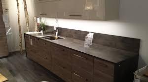 plan de travail cuisine effet beton cuisine noyer gris clair plan de travail effet béton cuisine