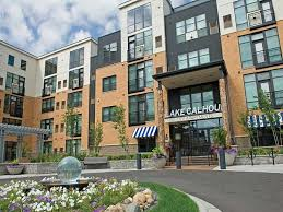 1 bedroom apartments minneapolis lake calhoun city apartments in uptown minneapolis mn has studio 1