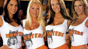 is hooters open on thanksgiving