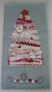 Ideas For Christmas Tree On Wall by Best 25 Christmas Tree Quilt Ideas On Pinterest Xmas Table