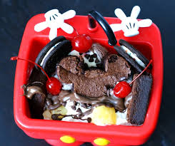 Disney World Mickeys Mini Kitchen Sink Ice Cream Sundae DIY - Kitchen sink ice cream sundae