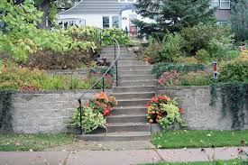 Curved Garden Wall by Steps Concrete Or Decorative Goodmanson Construction