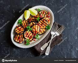 le gingembre en cuisine sauce de soja et le gingembre mariné des aubergines grillées sur un