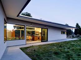 l shaped houses modern l shaped house with roof overhangs pictures photos images