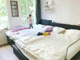 Schlafzimmer Richtig Abdunkeln Familienbett Mit Kleinkind U0026 Neugeborenem Baby Bunt Wie Konfetti