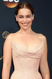 Emilia Clarke Bathtub Emilia Clarke U0027s Makeup And Beauty Secrets The Fuss