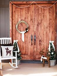 Hgtv Christmas Decorations Outdoor by Last Minute Christmas Porch Decor Ideas Hgtv U0027s Decorating