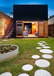 Landscaping Ideas For The Backyard by 10 Landscaping Ideas For Using Stepping Stones In Your Garden