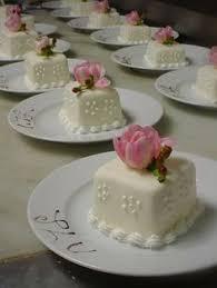sooo pretty the definition of an elegant wedding cake