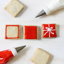 step by step decorating instructions to make christmas present cookies