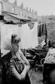 powerful photos of manchester slums 1969 72 flashbak