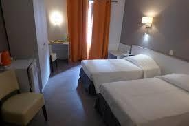 chambre lits jumeaux chambres à partir de 53 hôtel du centre pierrelatte chambre