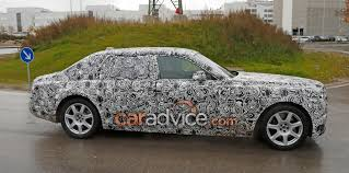 rolls royce 80s 2018 rolls royce phantom spied without false body panels photos