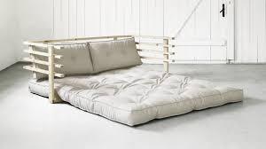 canapé lit d appoint lit d appoint le meuble des petits espaces westwing