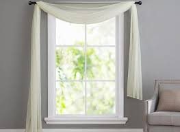 Modern Window Valance Styles Excellent 6 Window Valance Styles That Look Great In Any Living Room Inside Valances For Living Room Windows Modern 450x329 Jpg