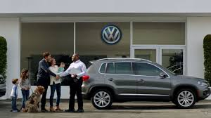 volkswagen atlas r line if vw is rocking don u0027t come knocking in atlas ad