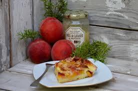 cuisiner les peches clafoutis aux pêches amandes miel et romarin la p tite cuisine