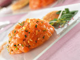cuisiner le saumon frais recette saumon fumé façon tartare maxi