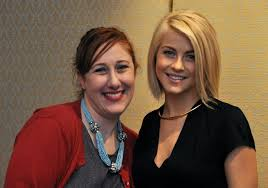 julianne hough hairstyle in safe haven chatting with the charming cast of safe haven savvy sassy moms