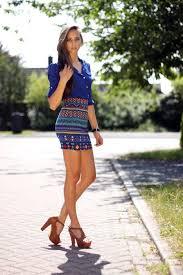 straight hair with outfits royal blue shirt aztec skirt brown bar sandals platforms summer