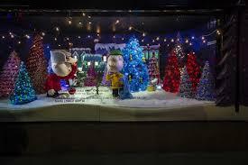Christmas Window Decorations In Nyc new york city holiday windows bloomingdale u0027s macy u0027s bergdorf