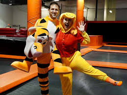 see this amputee u0027s amazing halloween costume as tigger abc news
