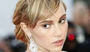 rinses hair with coke suki waterhouse rinses her hair with aerated drink zee news