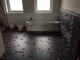 Wohnzimmer Fliesen Badezimmer Anthrazit Boden Angenehm On Moderne Deko Idee In